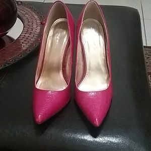 Fuchsia leather shoes
